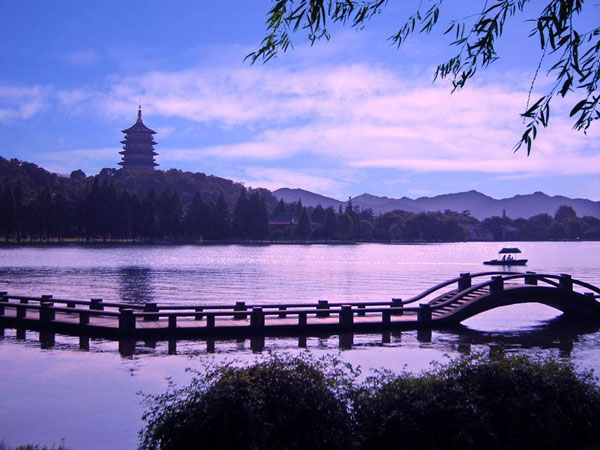 China Top Attraction - West Lake