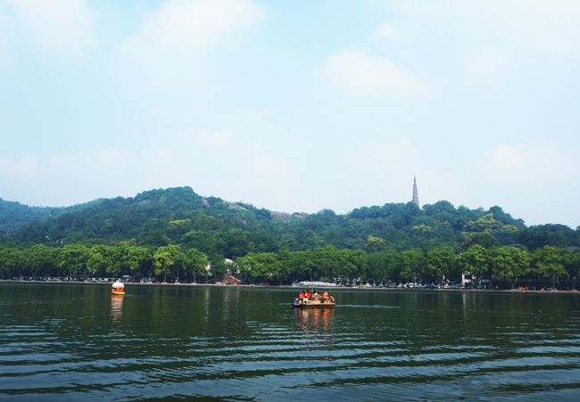 Leisure Boating on Hangzhou West Lake