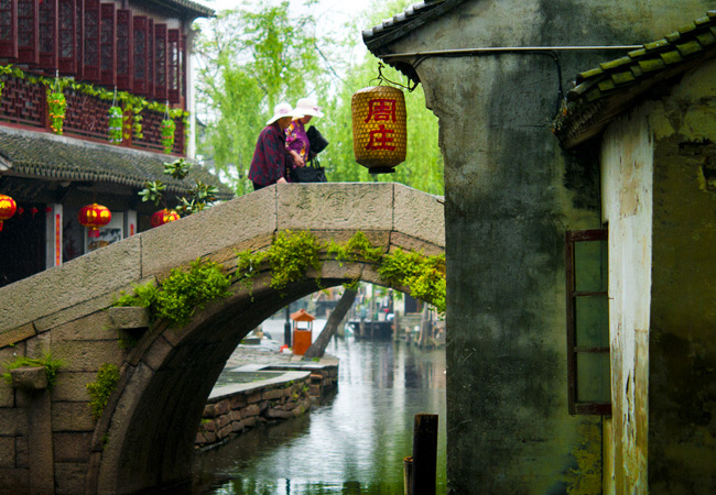 Who's the Favorite Water Town Star, Tongli or Zhouzhuang?