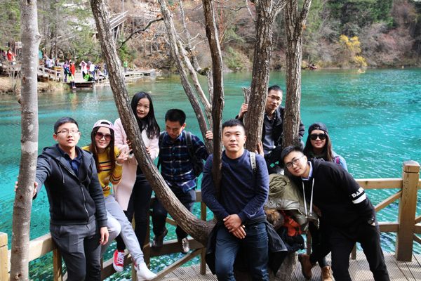 Visit Jiuzhaigou Valley in Group