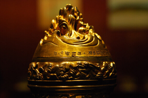 Ancient-Golden-Lamp-at-Shanxi-Museum