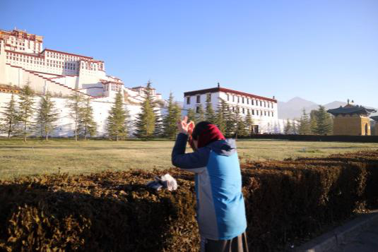 Worshipper in front of  Potala Palace